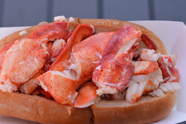 Liv's half pound lobster roll
