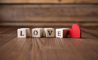 Puisi Romantis Buat Baper Pasangan