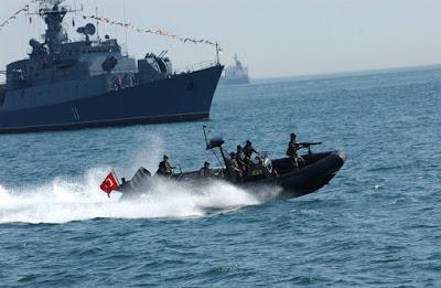 Ρεσάλτο Τούρκων σε ελληνικό πλοιάριο: To ακινητοποίησαν και τους έψαξαν – «Είμαστε στο όριο για αιματηρό επεισόδιο»