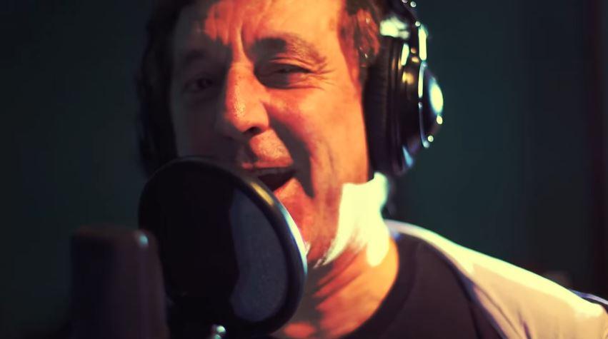 Titolo: BUON NATALE - Enzo Iacchetti: Testo (lyrics), traduzione e video