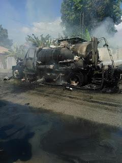 Tamayo se incendia camión que distribuye petróleo; se paralizan nuevamente los trabajos.