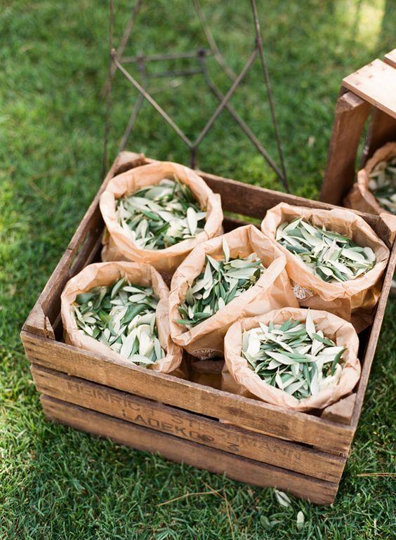 Pétalos de flores y arroz, ideas originales para lanzar en la ceremonia