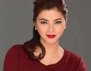 Angel Locsin Was All Smiles In The Viral Photo Of Her With Her Fans