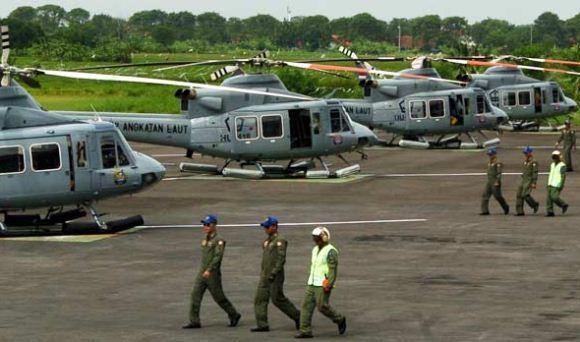 Heli Bell 412 Latihan Manuver di Suramadu