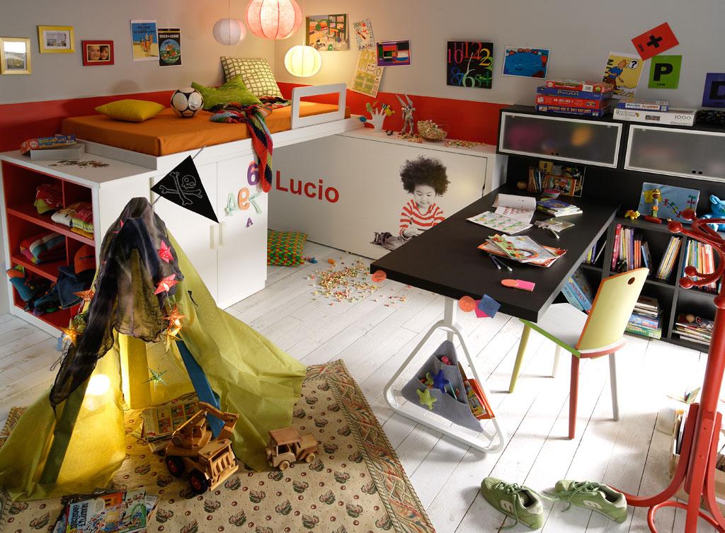 Dormitorio juvenil con cama alta abatible debajo cama con - Mueble infantil madrid ...
