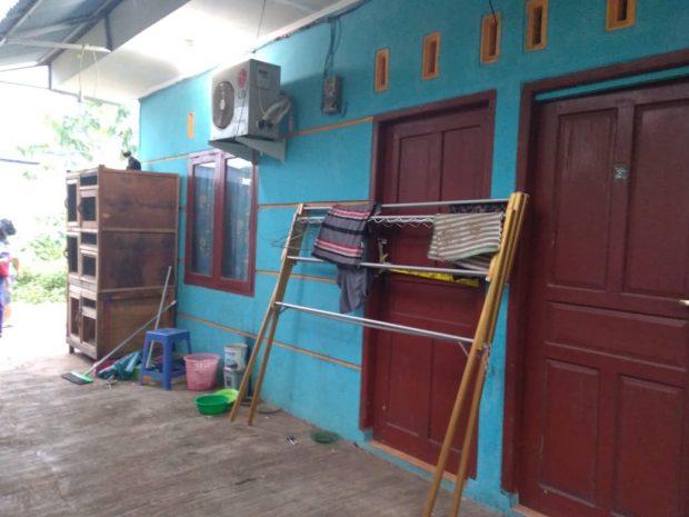 Tetangga: Polisi Bawa Golok dan Bantal dengan Bercak Darah dari Kontrakan MN