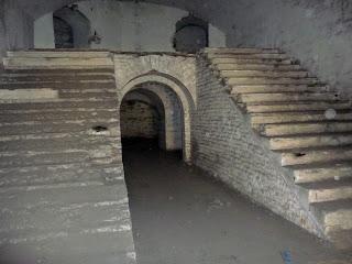 Тараканов. Форт. Лестница как во дворце