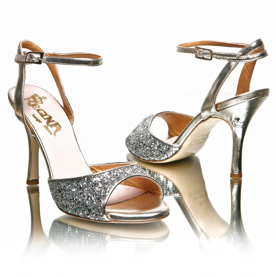 sale retailer 9a880 0b166 Tango Party: Le scarpe di Regina...
