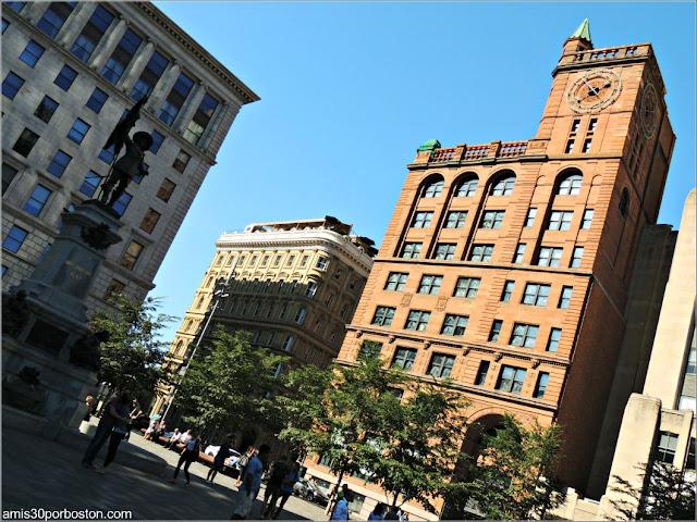 Principales Atracciones Turísticas de Montreal: New York Life Insurance Building