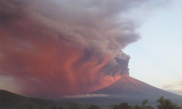 Volcano erupts in Bali, causes flight disruption