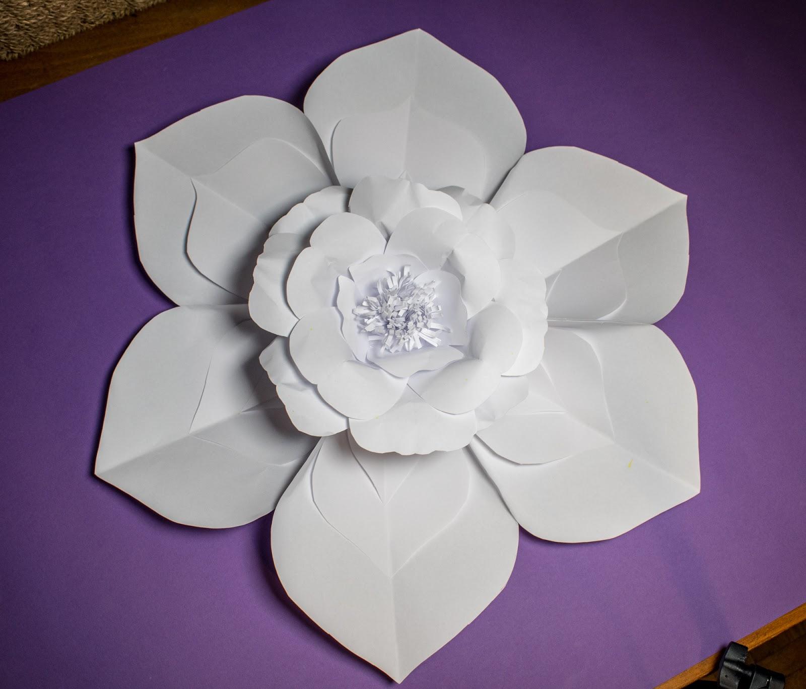 Atelier Handmade: Invata cum se fac florile din hartie