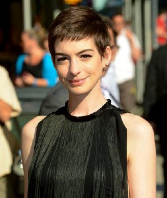 Anne Hathaway Short Hair: Anne Hathaway In Still Elegant In New