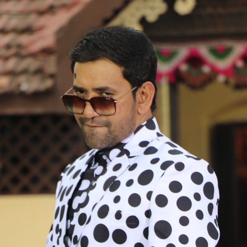 Dinesh Lal Yadav Wiki (Actor,Singer) Age,Married, Family Name,The