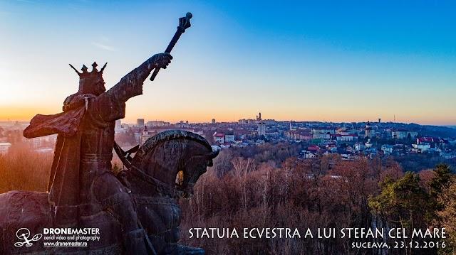 Fotografii inedite ale statuii ecvestre a voievodului Ștefan cel Mare din Parcul Șipote al municipiului Suceava