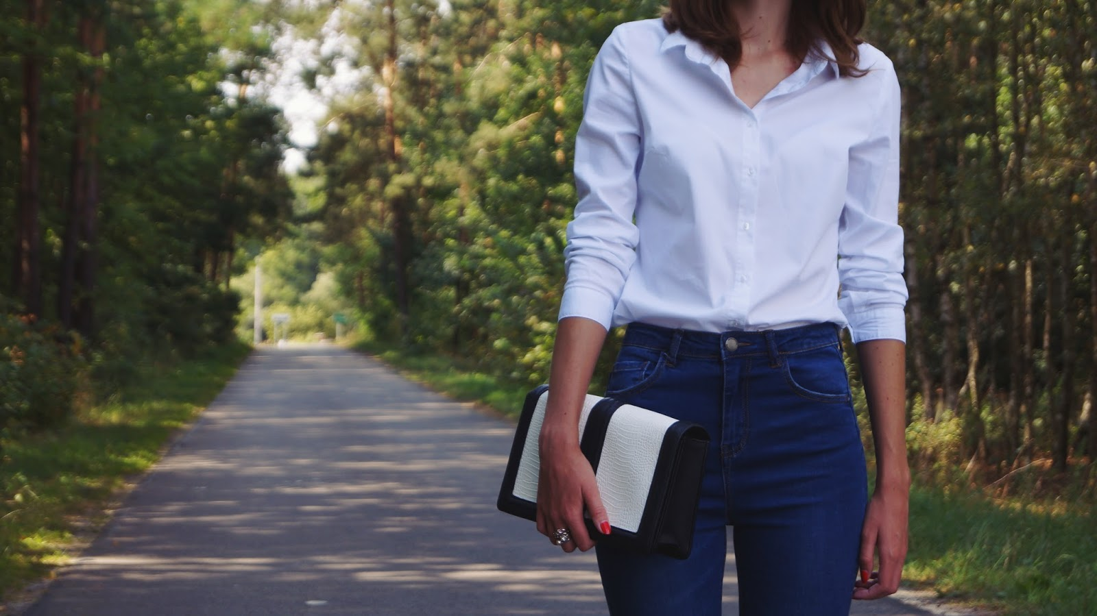 White shirt, red highheels and high waist jeans