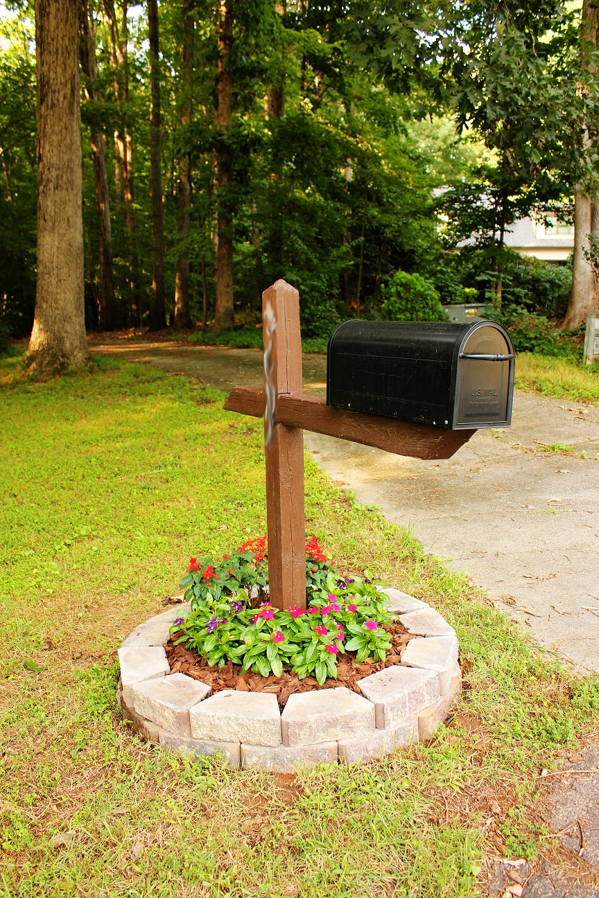 Simple But Cute Mailbox Flower Bed