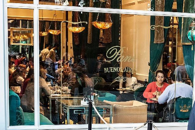 Vista interior  restaurante de Recoleta desde la ventana