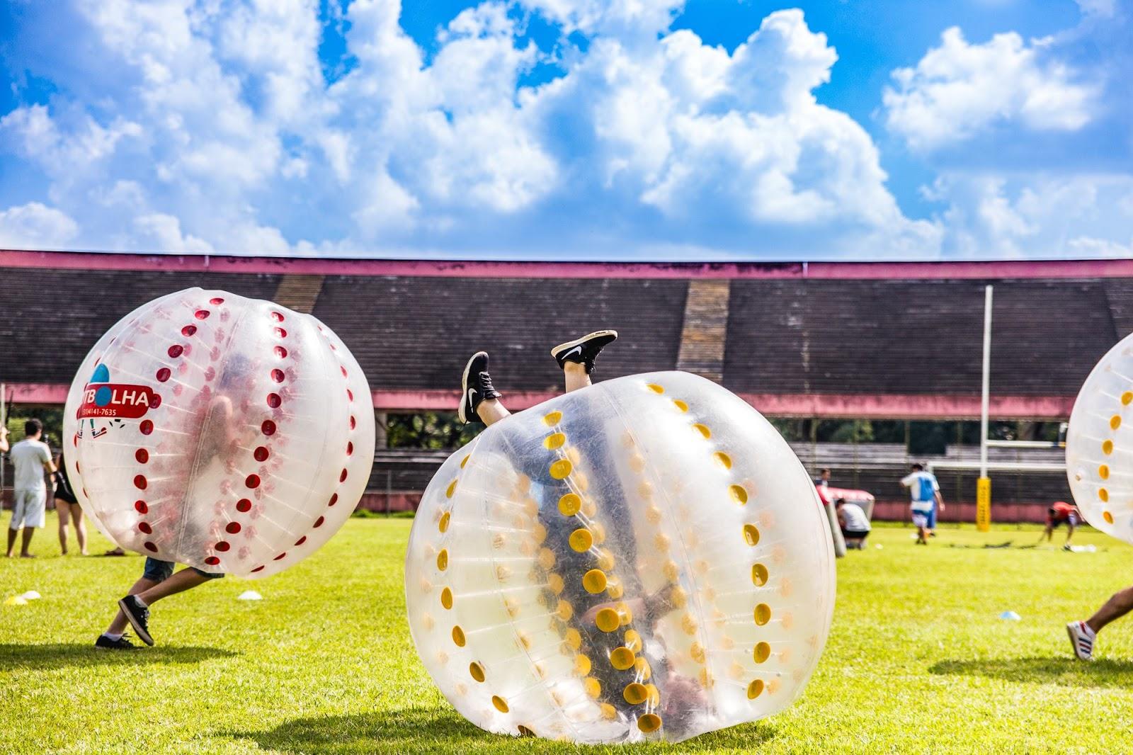 Muita diversão no futebol de bolha