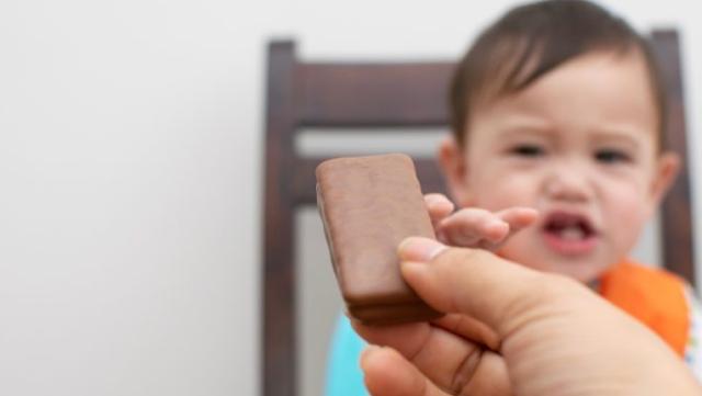Kapan Bayi Boleh Makan Cokelat?