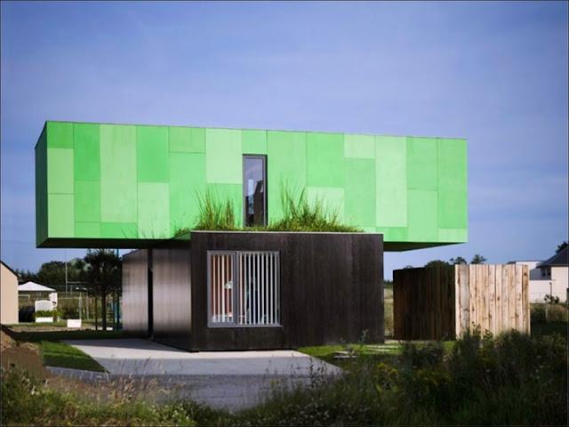 fachada Casa sustentável feita com containers