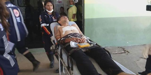 Policial Militar tem faca cravada no corpo dentro de carro