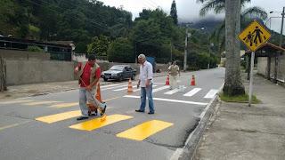 Faixas de pedestres recebem nova pintura em diversas vias de Teresópolis