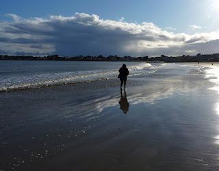 Persona sola en la playa