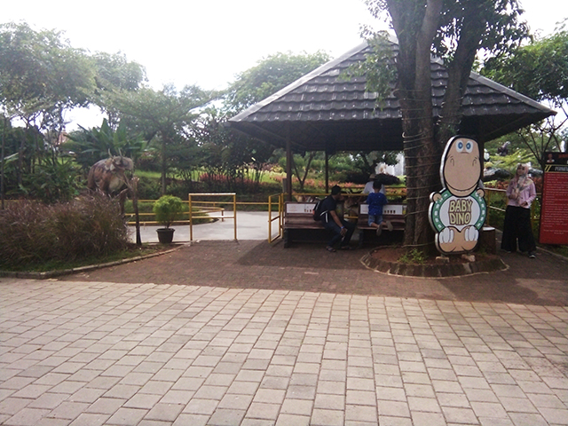 Taman Legenda TMII, baby dino