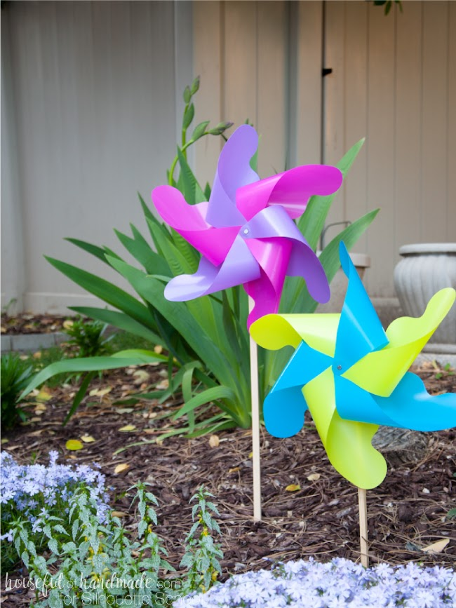 silhouette cameo 3, plastic binder dividers, DIY pinwheels, silhouette cameo