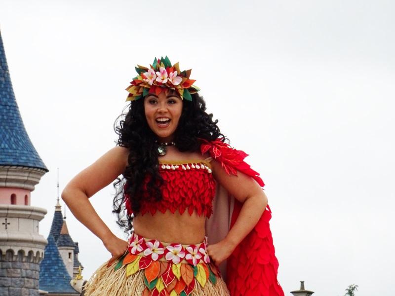 Vaiana danse à la parade des princesses