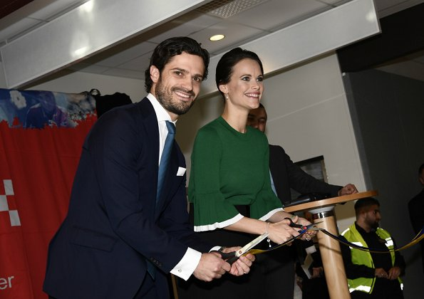 Princess Sofia wore prada leather pumps and Valentino Blouse, Emma Israelsson gold diamond necklace, Balenciaga envelope clutch bag