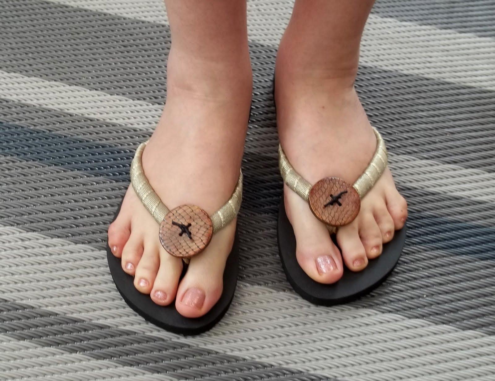 adidas flip flops men