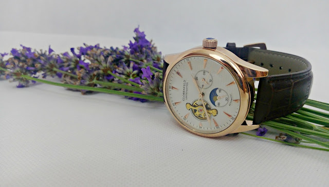Globenfeld Men's Watch on a sprig of lavender