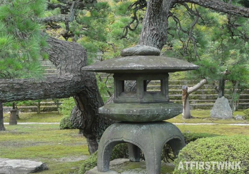 Nijo Castle (二条城)  Kyoto Japan honmaru palace stone lantarn garden