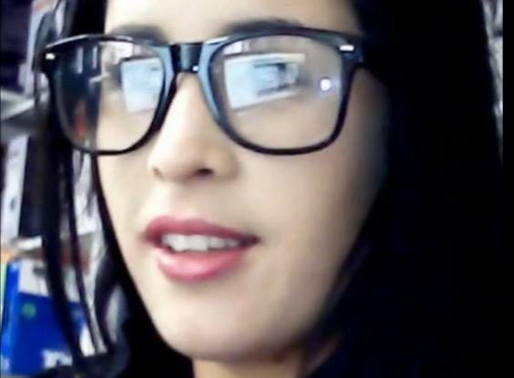 Rosela, la Chica Hipster Cogiendo en el Trabajo