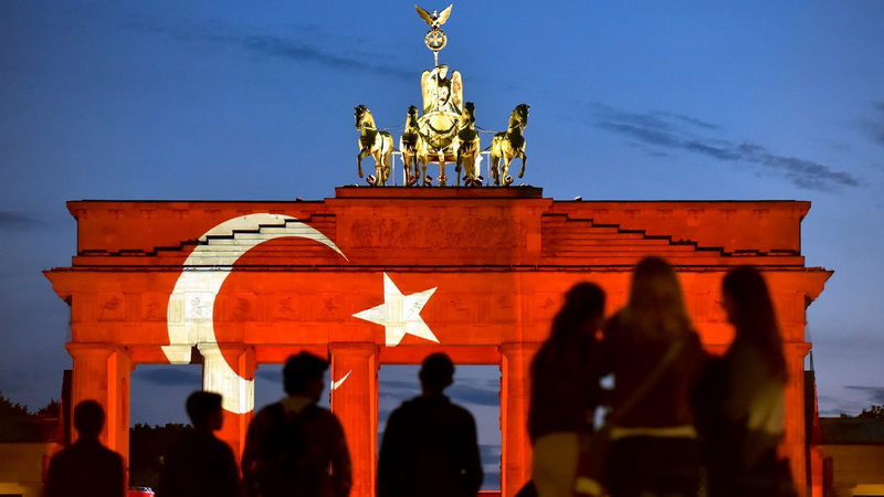 Η επίσκεψη Ερντογάν διχάζει τους Τούρκους της Γερμανίας