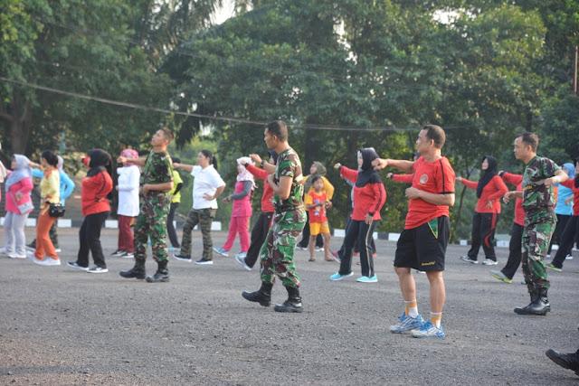 Jalin Kebersamaan, Persit KCK Koorcab Korem 044/Gapo Gelar Senam Bersama