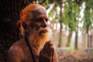 inspirational story in hindi for success -इस दुनिया में सब कुछ जानकर भी अनजान बने रहते हैं हम।
