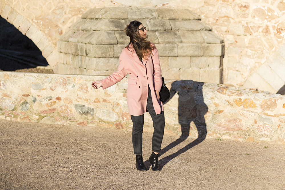 http://looking4theblacksheep.blogspot.com.es/2017/01/oversized-pink-coat.html