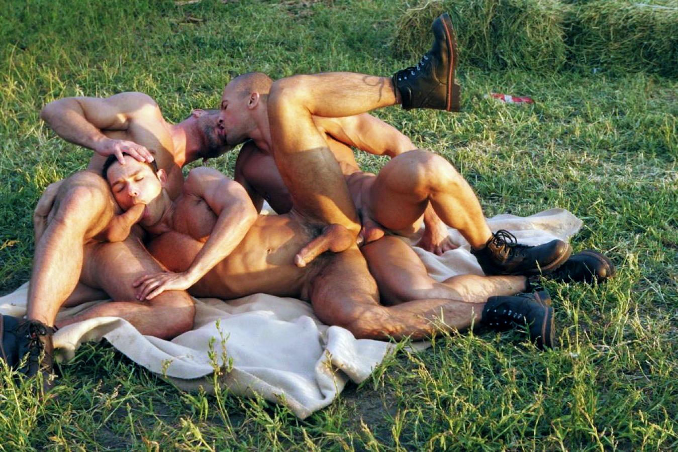girls nude at pajama party