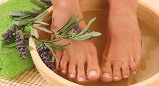 Cách giảm tình trạng bệnh xương khớp bằng ngâm chân