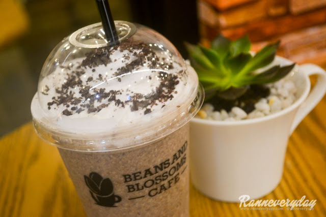 Oreo Magnifico Oreo Frappe at Beans and Blossoms Cafe Malolos