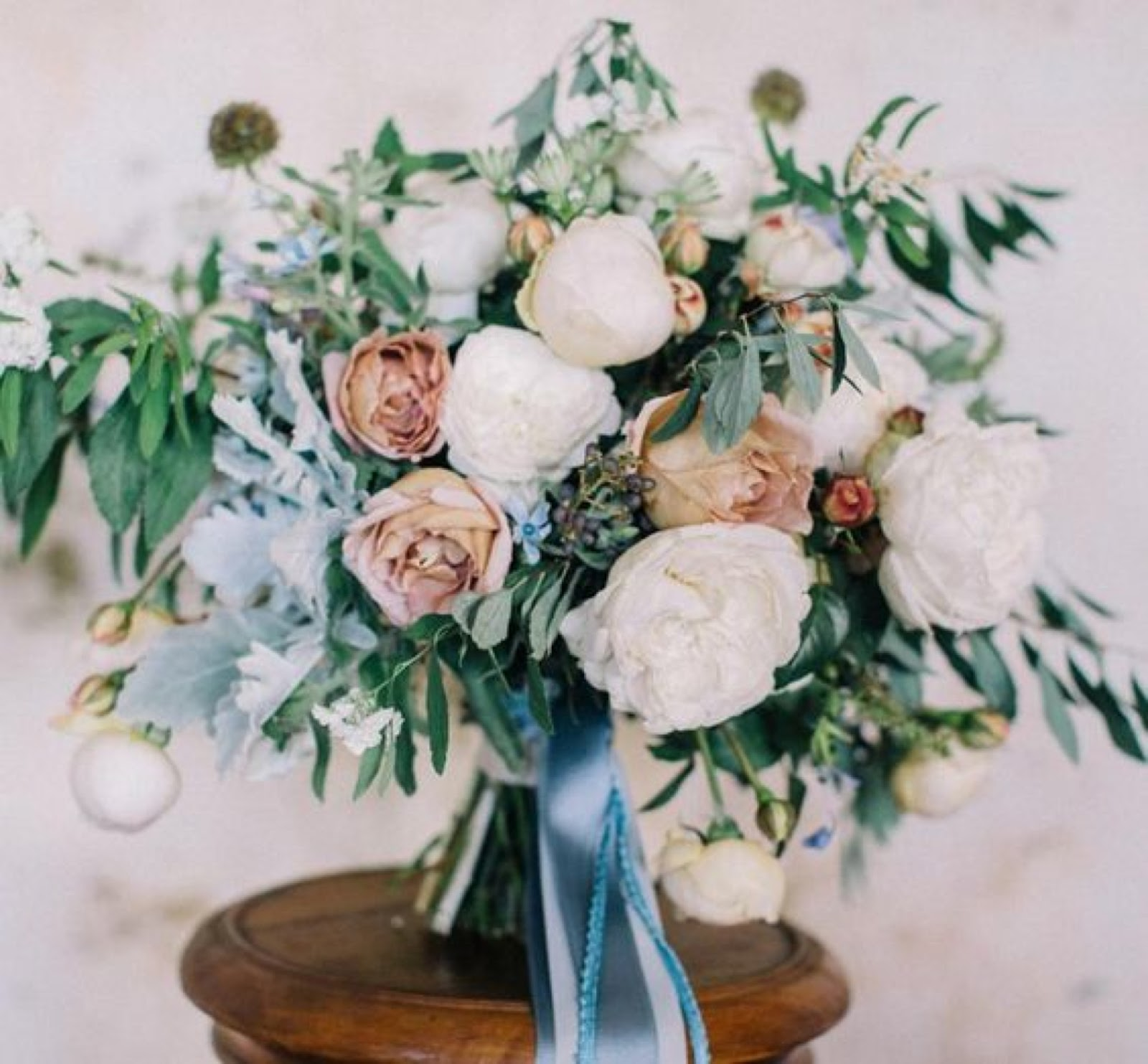 pale cool toned wedding bouquet