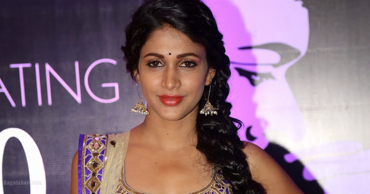 Lavanya Tripathi navel exposing hot in Designer Blouse and ...