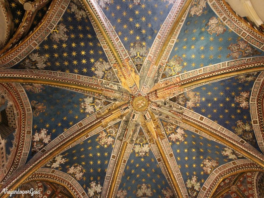 Detalle del techo en el interior de la Catedral de Toledo