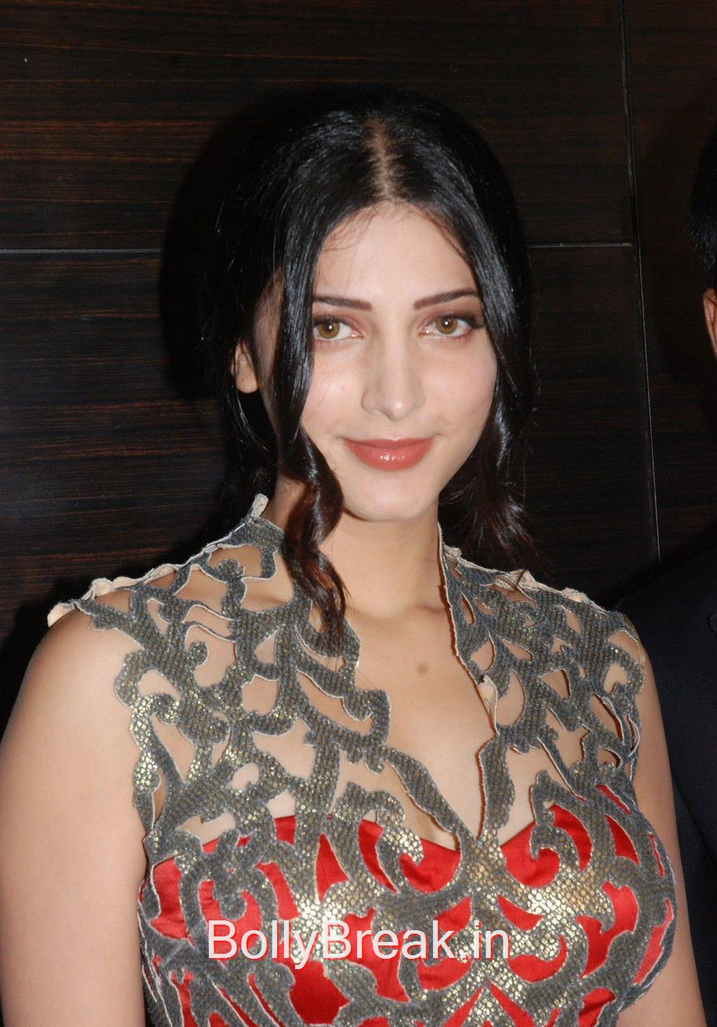 ,  Shruti Haasan Hot Candid Pics from Event in HD