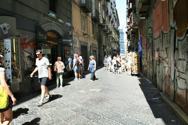 turisti, spaccanapoli, strada centrale,