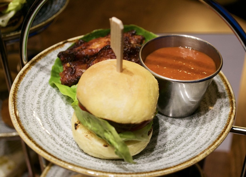 Karbon Grill Hilton American Sharing Tower Sliders Review - Aspiring Londoner
