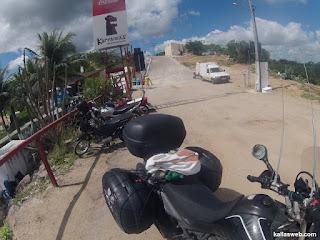 Estacionando a moto.
