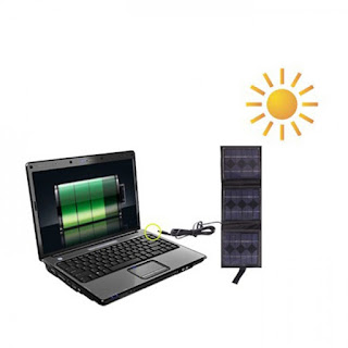Panneaux solaires pour préserver l'environnement et charger votre ordinateur portable